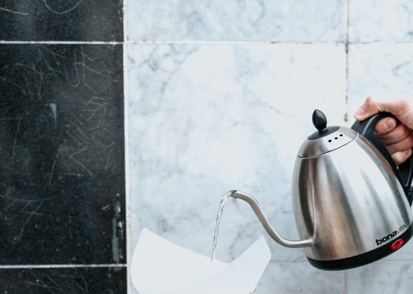 How to Remove Limescale from an Electric Kettle's featured image