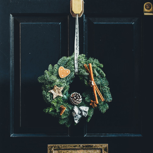 Use F.L.O.S.S. to Keep Wreaths & Garlands Fresh's featured image