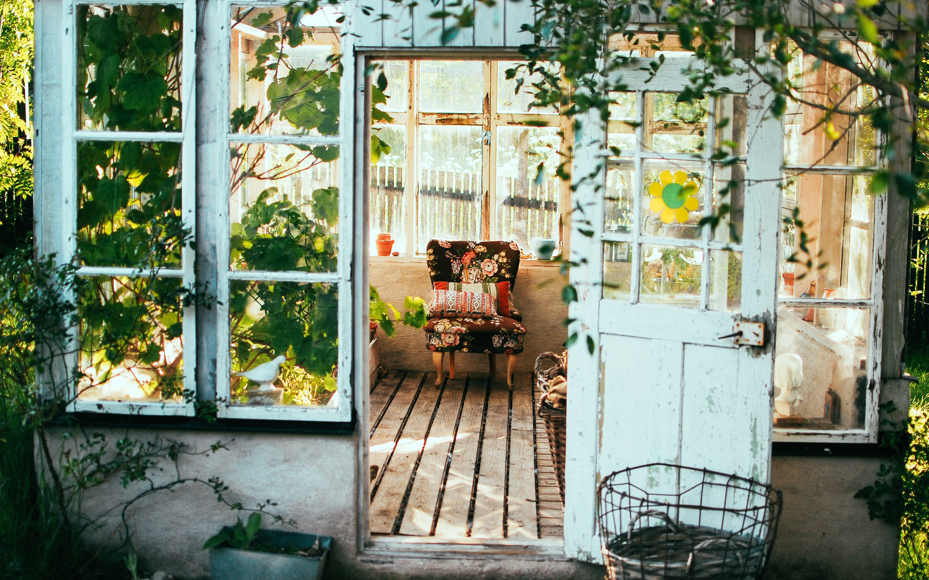 Tips to Build Your She Shed's featured image