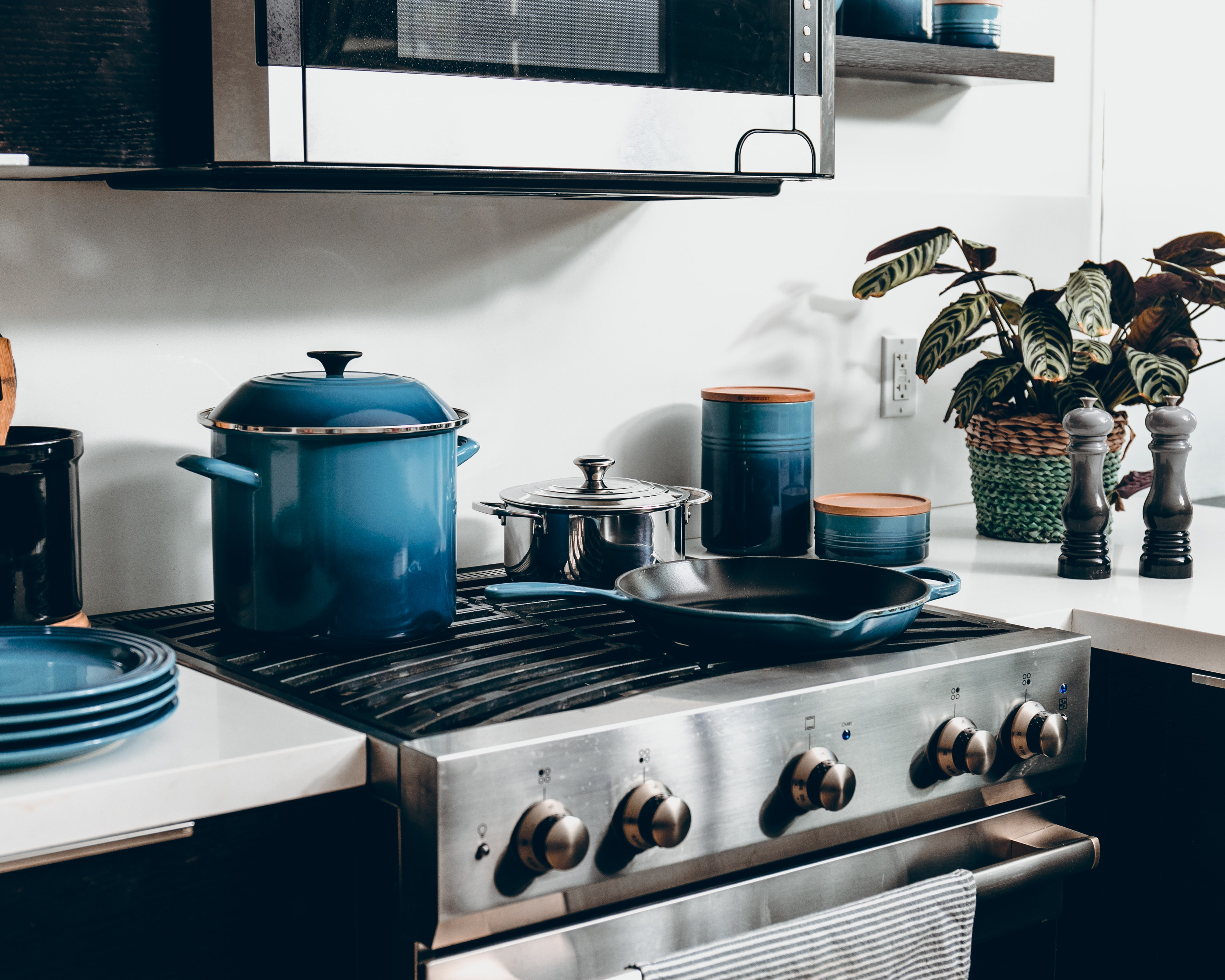 How to Degrease a Stove Top's featured image