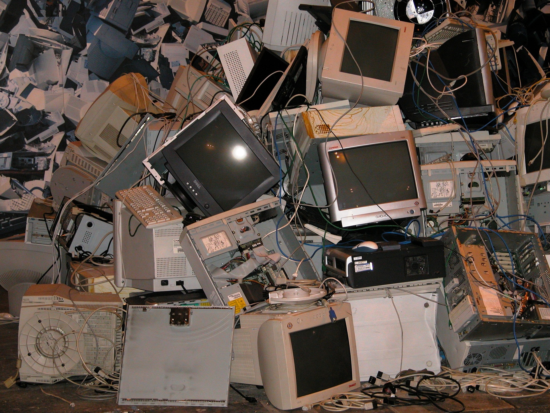 How to Safely Dispose of Electronic Waste's featured image