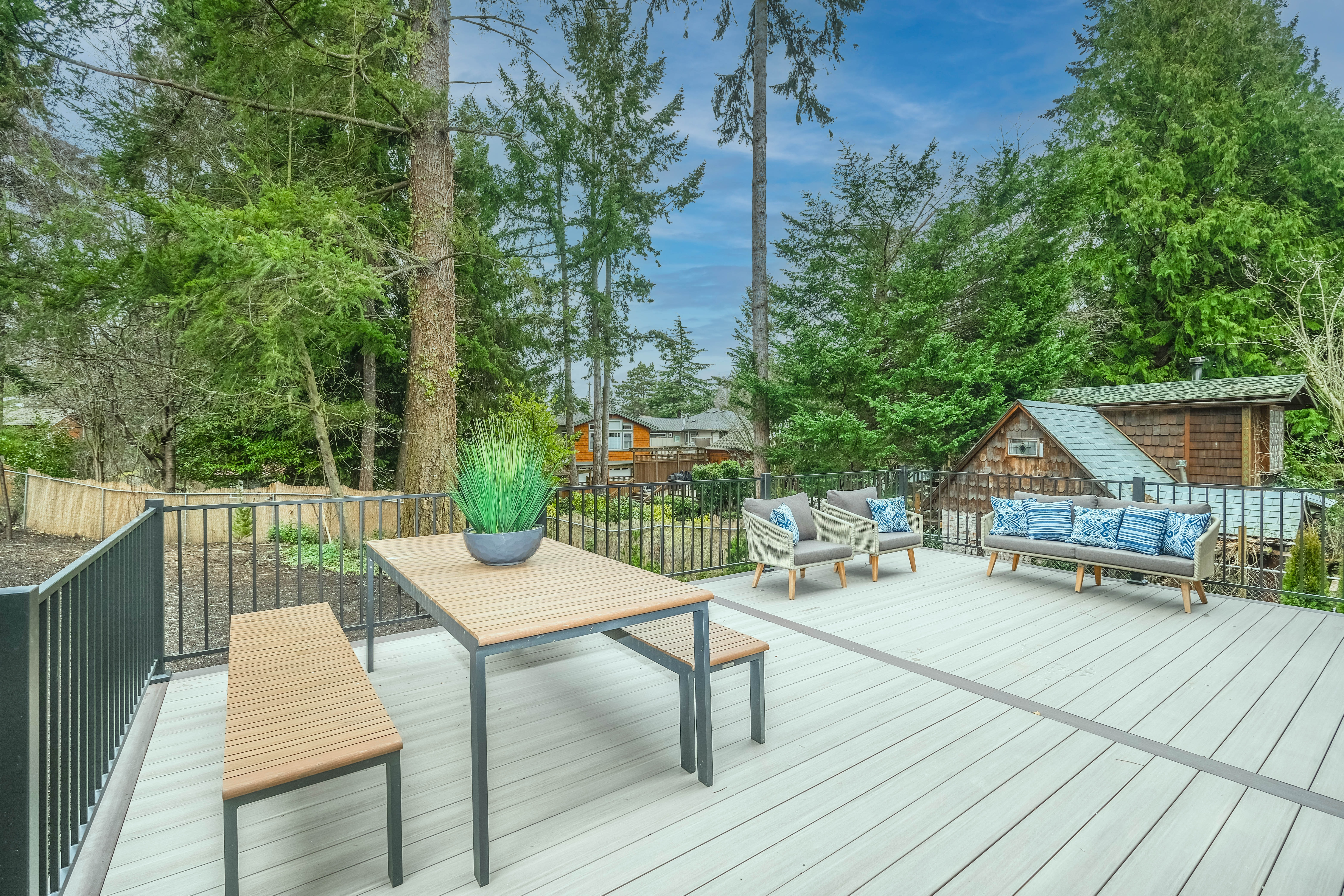 Deck Cleaning Dos and Don'ts's featured image